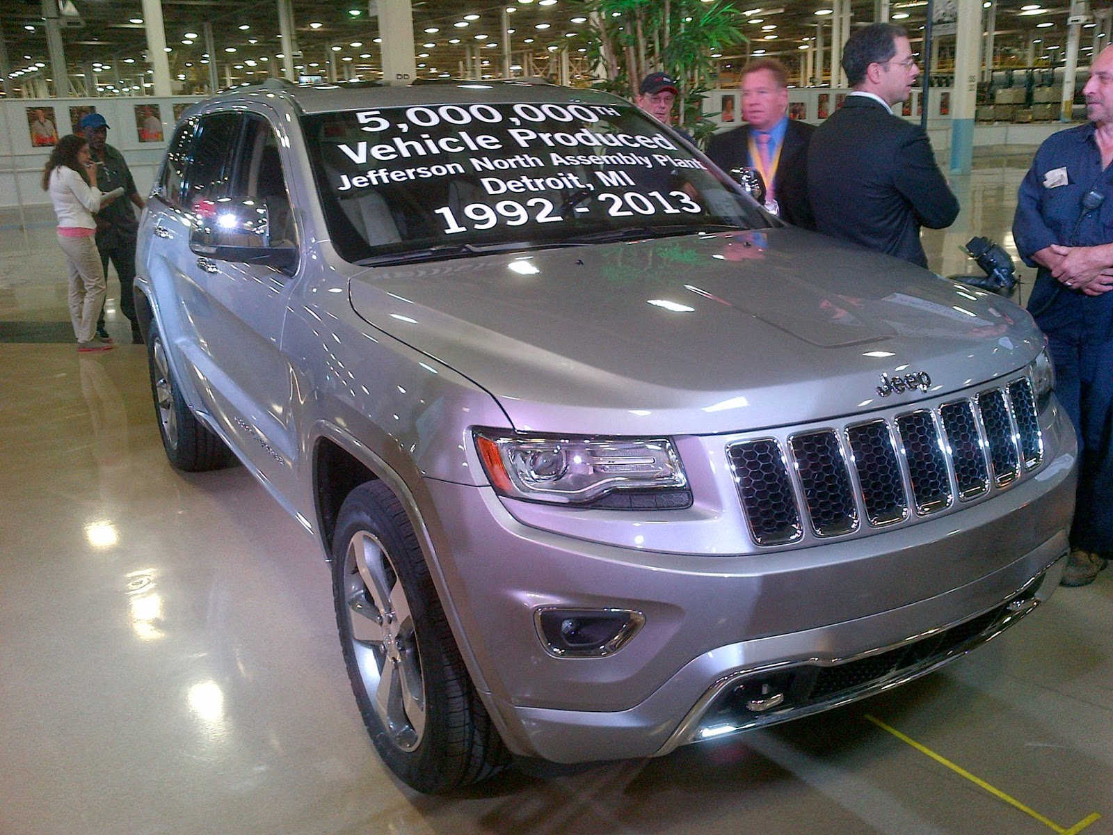 2010 - [Jeep] Grand Cherokee - Page 5 5,000,000th+jeep+grand+cherokee