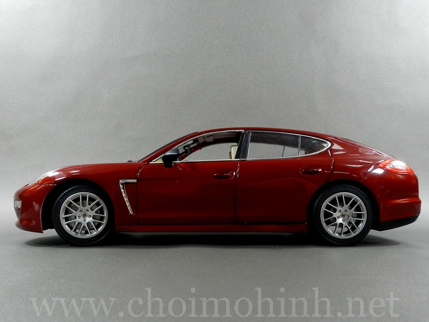 Porsche Panamera 1:18 Diecast-Car side
