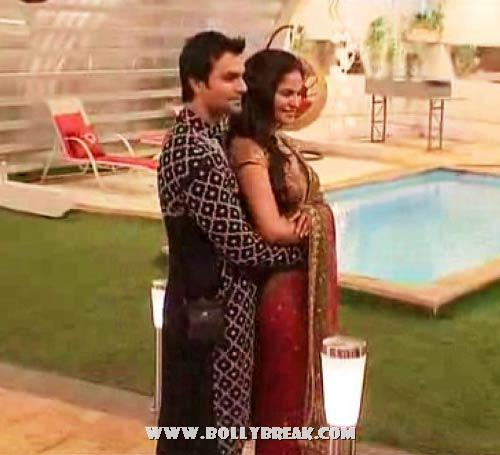 ashmit patel and veena malik at sara khans wedding in bigg boss  - (2) -  Veena Malik Bigg Boss Season 5 Pics