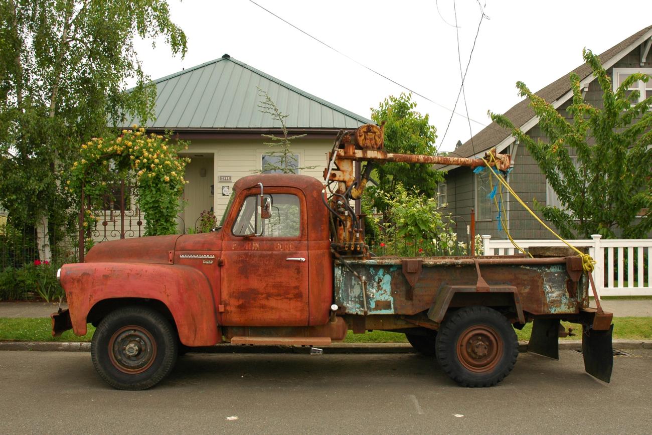 Old International Harvester : Old parked cars international harvester s