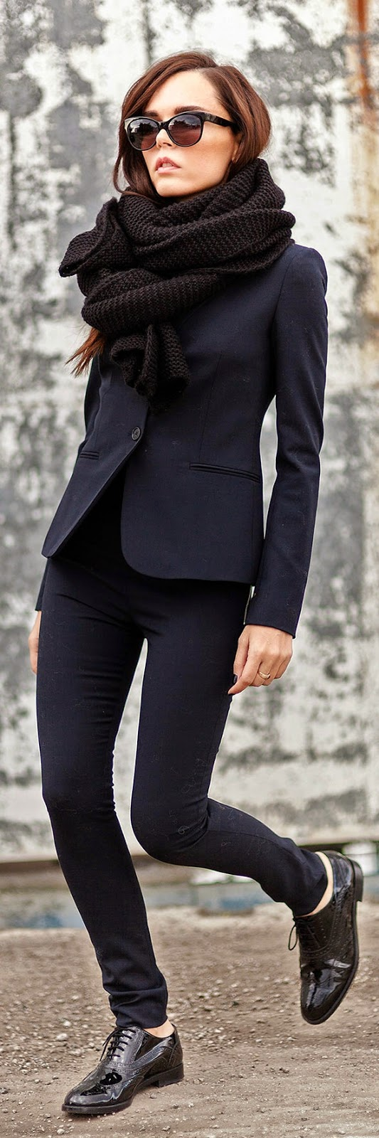 Classic Navy Look with Oversized Black Chunky Knitted Scarve # Work Outfits | Chic Street Styles