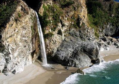 Cachoeira beira mar McWay – Califórnia