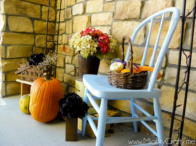 Halloween Front Porch - www.MightyCrafty.me