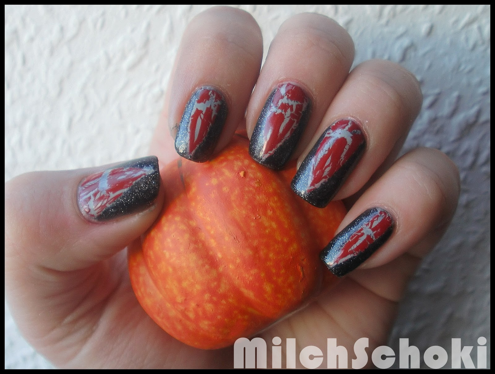 Beautyecke: •○°Halloween 2011 - Nageldesign - Achtung, bissig!°○•