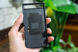 Hands On  prototype Porsche Design BlackBerry P'9982, more than $ 2,000.