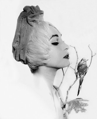 Korda. Norka, ca. 1956 - 1958. Diseño del sombrero:Eva. © Korda, VEGAP, Madrid, 2015