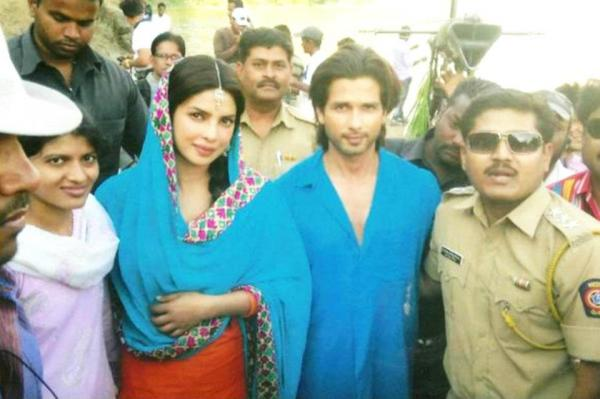 Priyanka Chopra in Punjabi suit1 - Shahid and Priyanka on the sets of