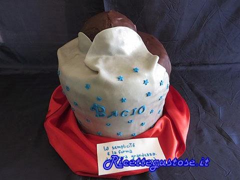torta decorata a forma di bacio perugina