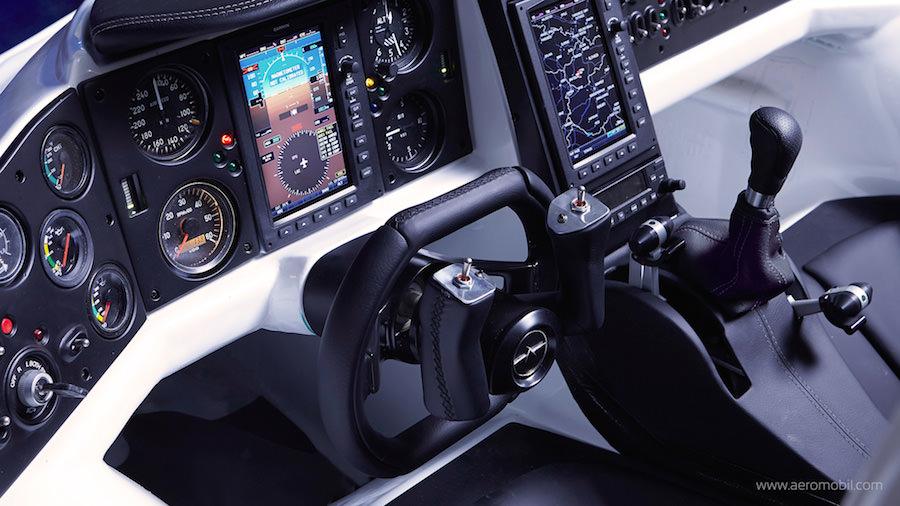 ついに「空飛ぶクルマ」が実現!AeroMobil社が2017年にも発売へ