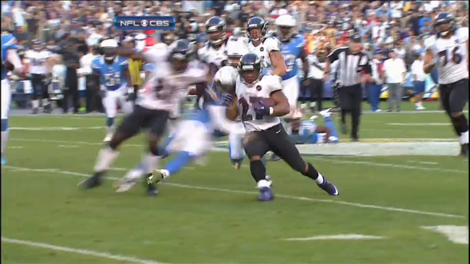 This freeze frame showing that Boldin s upper arm is clearly behind  Weddle s shoulder pad (note the white trim interrupting the line of  Boldin s left arm 5f373a7eeb25f