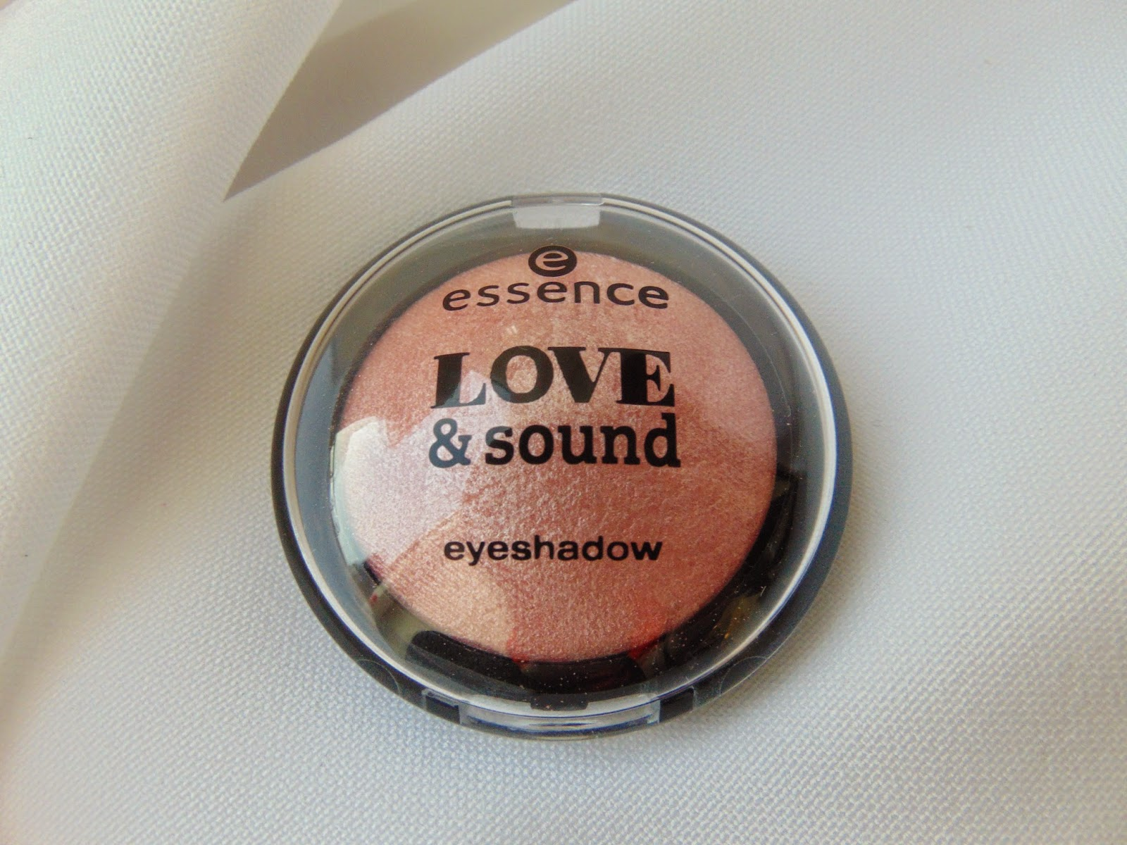 Love & Sound Eyeshadow - 02 Make Life a Festival - www.annitschkasblog.de