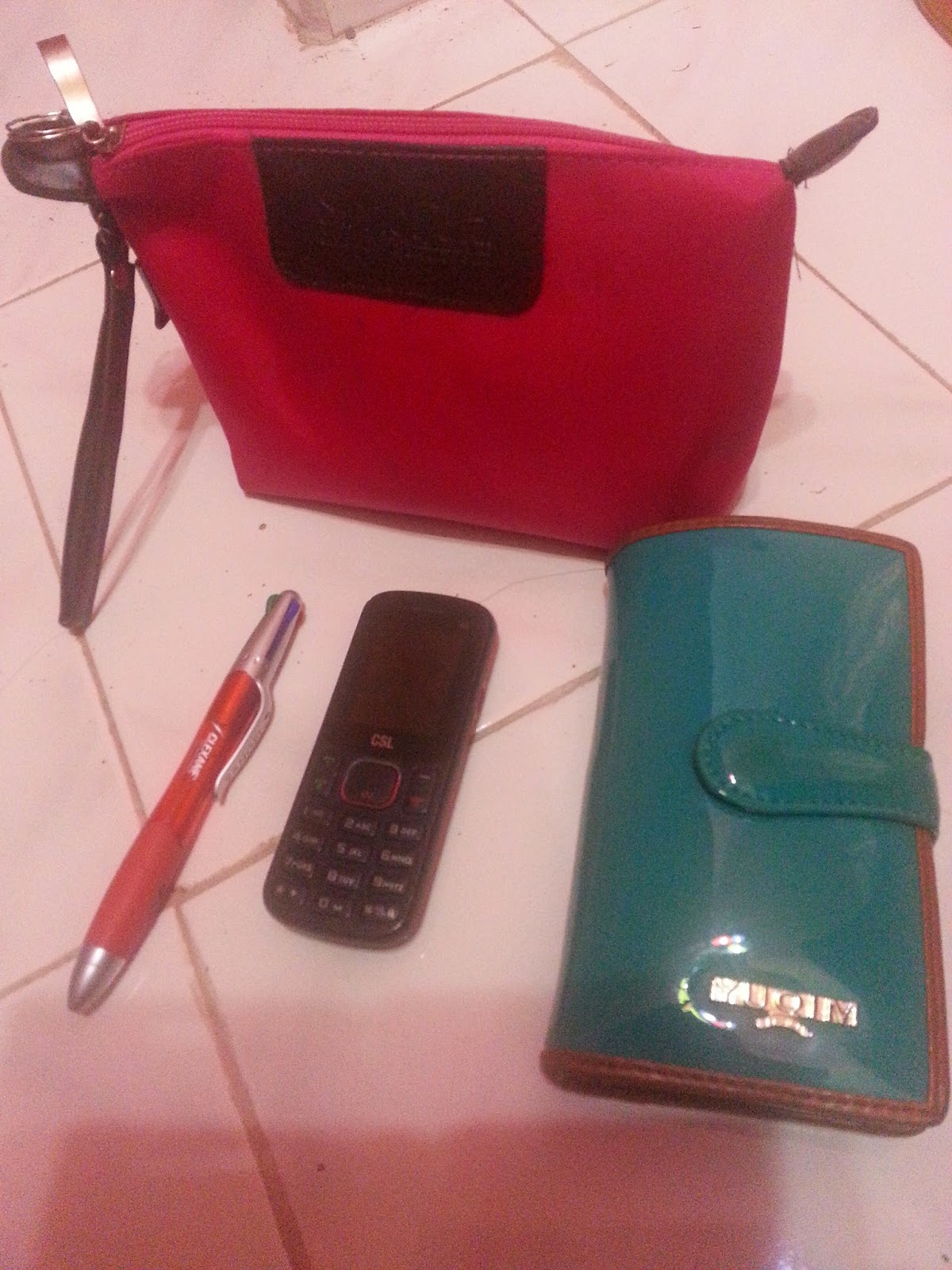 what's in my handbag, purse, fashion, handphone
