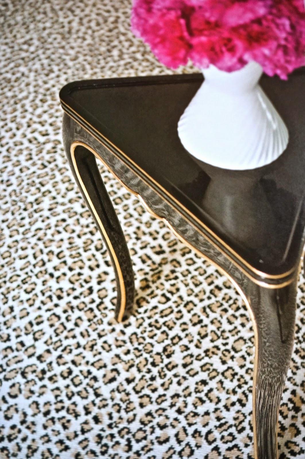 vignette design long live classic decor leopard prints. Black Bedroom Furniture Sets. Home Design Ideas
