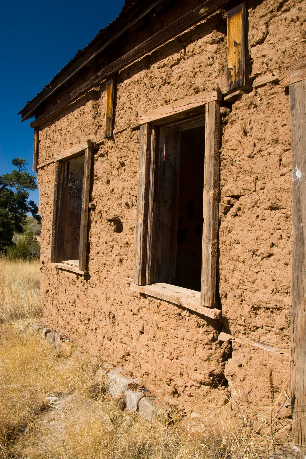 Z photo and design old adobe building Building an adobe house