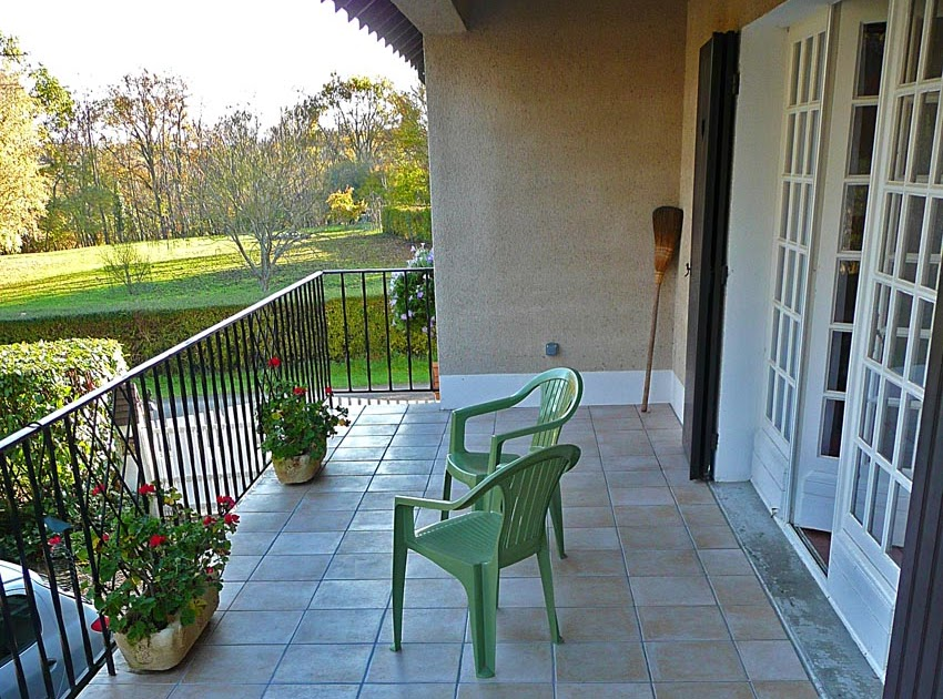 Living the life in saint aignan about prepositions and for Balcony dictionary