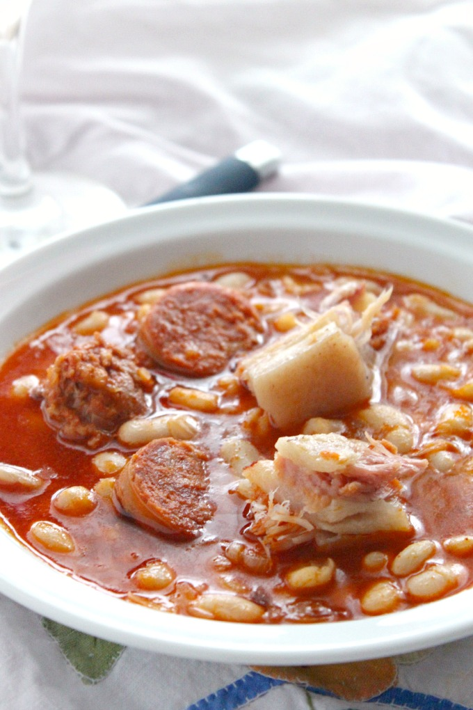 receta de alubias blancas con chorizo, tocino y morcilla.http://www.maraengredos.com/
