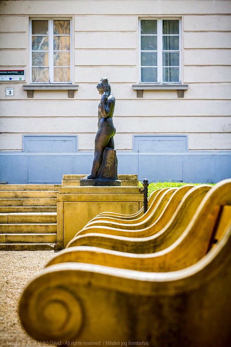 Medgyessy Ferenc - Haját csavaró nő (Debreceni Vénusz) - Debrecen, Magyarország