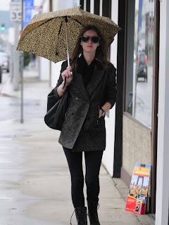 nicky_hilton_beats_the_weather_with_style