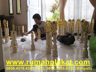 harga piala termurah, desain piala olimpiade, contoh trophy marmer, 0812.3365.6355, www.rumahplakat.com