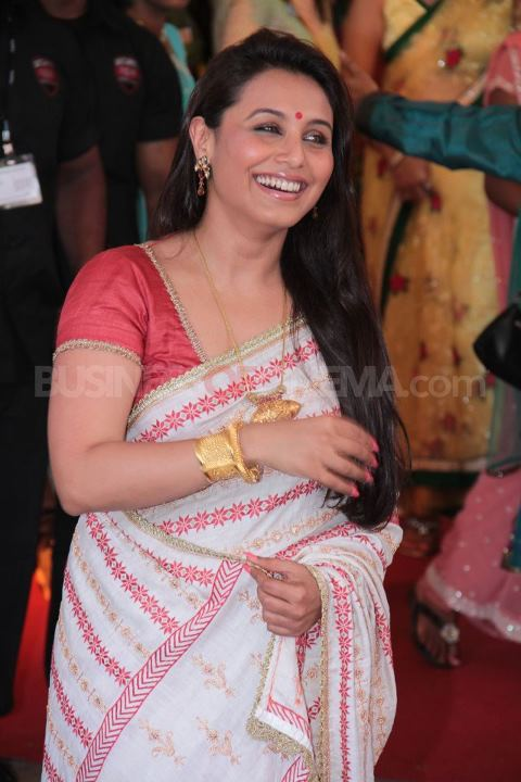 Rani Mukherjee in bengali saree at esha deol wedding - (6) - Esha Deol Marriage Pics