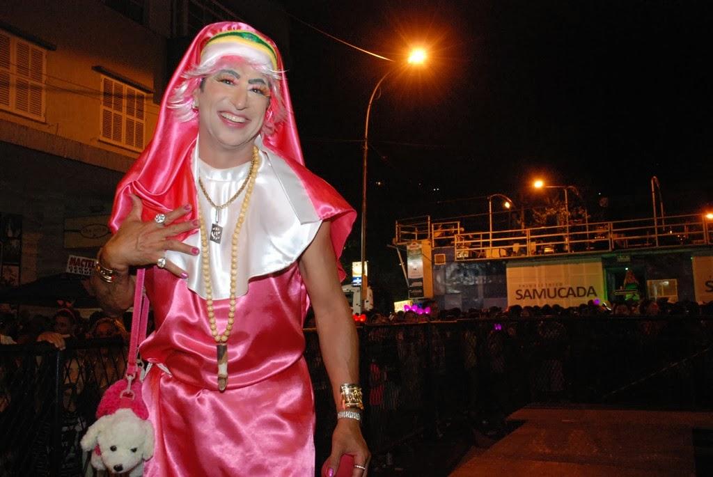 Fantasiado de Noviça Rebelde, o presidente do bloco, Mario Jorge Lima, o Aranha, falou do sucesso da brincadeira que já dura quase 30 anos