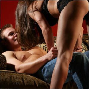 mulher fazendo sexo oral