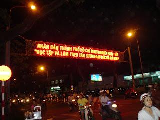 Iluminado sinal Vietnã