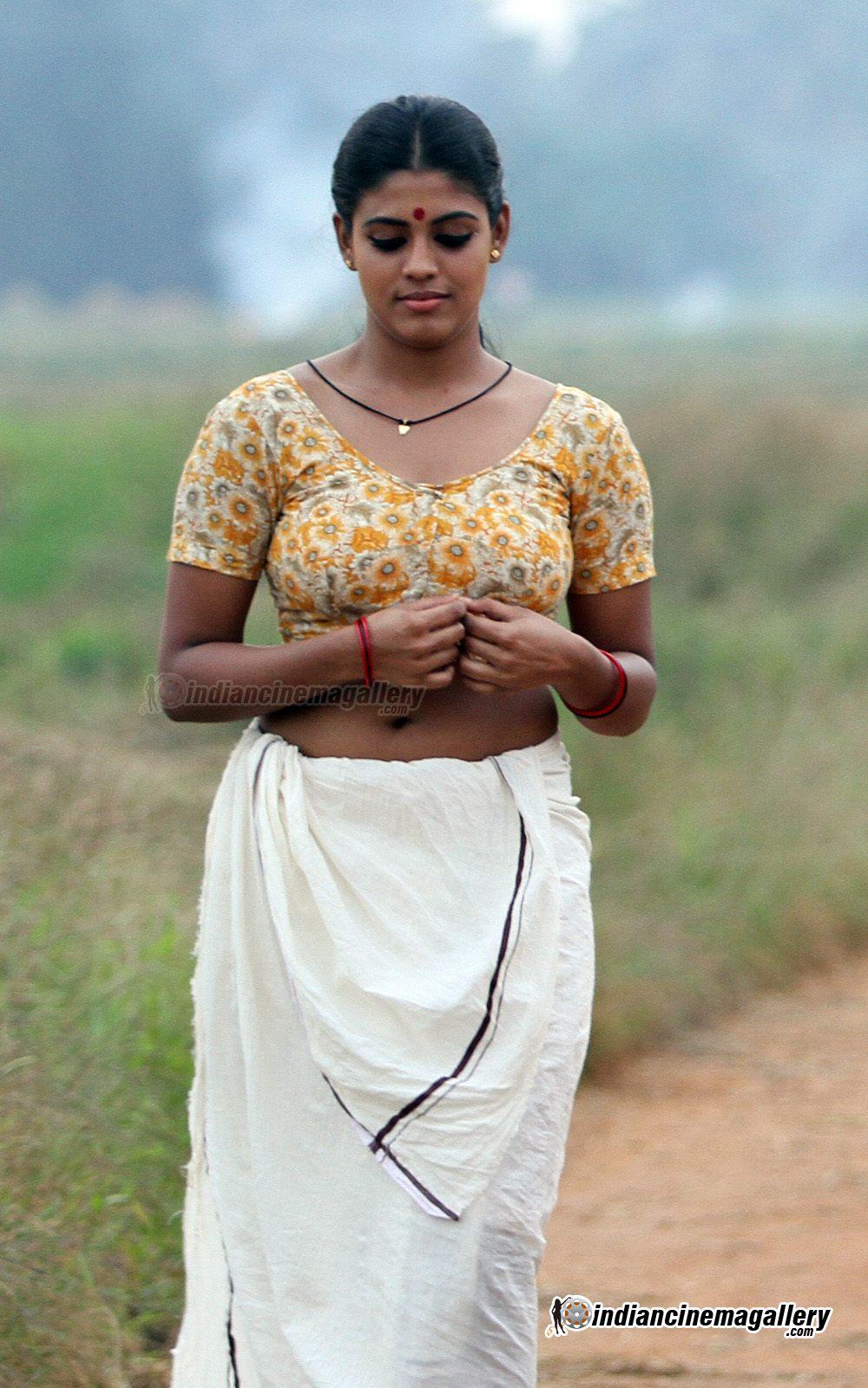 1000 x 1599 jpeg 243kB, ... navel show iniya in mundu and blouse iniya ...