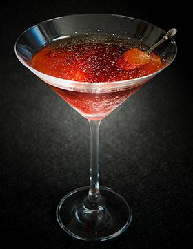 O Negroni purpurinado na taça de Martini