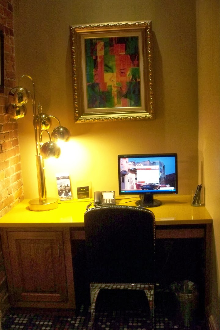 Retro Suites, Chatham Ontario, hotel, inn, tourist attraction, lobby, desk