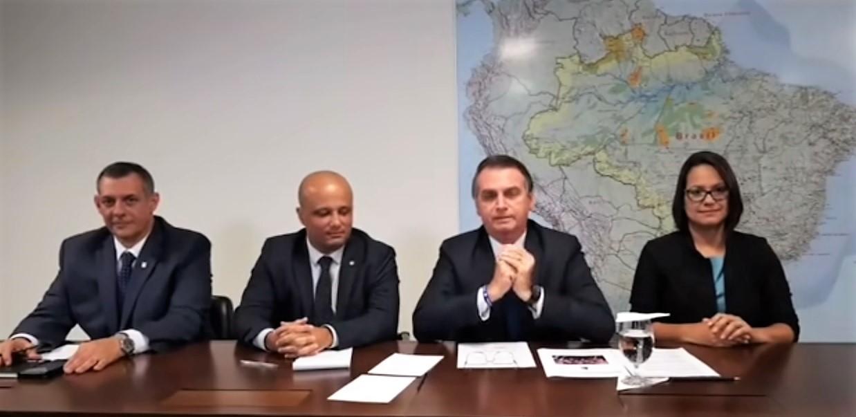 18 de abril, 18h30: LIVE com o presidente Bolsonaro