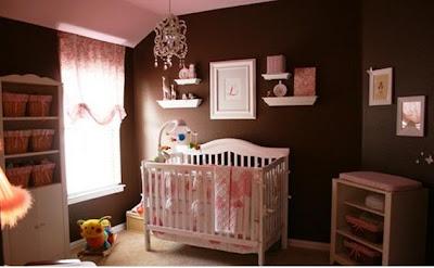 Dormitorio de bebé rosa y chocolate