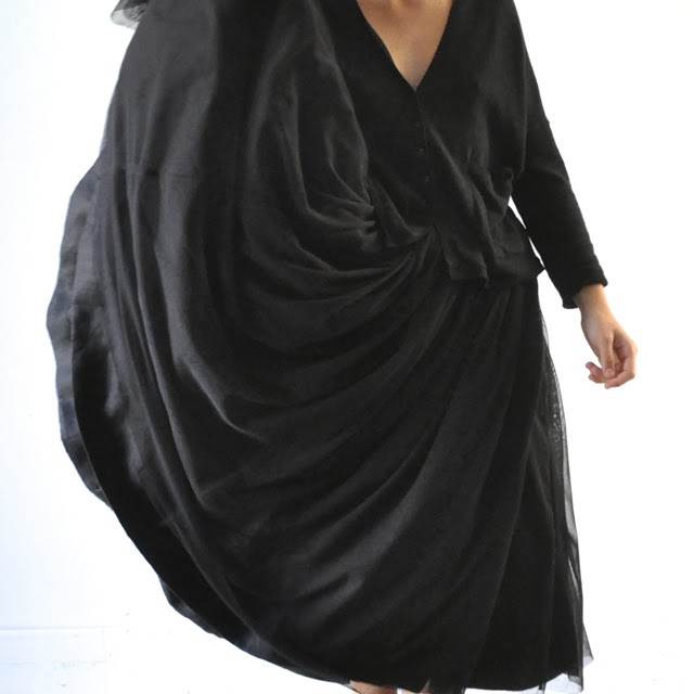 http://www.vdj-boutique.com/-selection-de-vetements-de-fete/3857-jupon-de-noel-noir.html