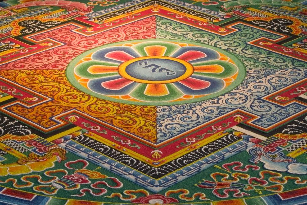 http://karmajello.com/culture/art/tibetan-sand-mandalas-sacred-art.html#_