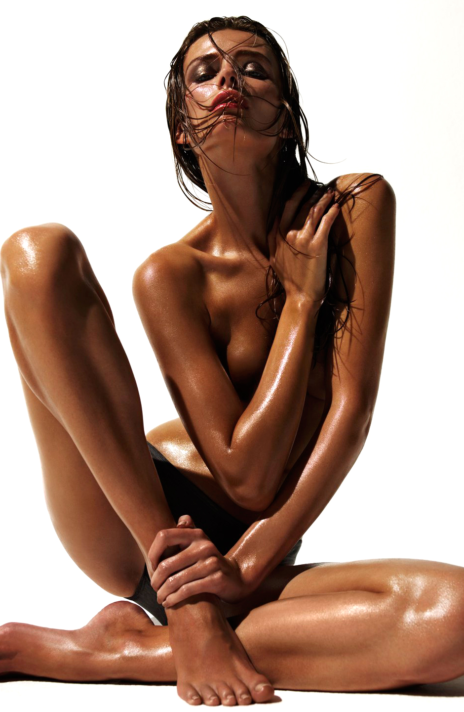 Best natural & organic self tanners / organic beauty / Photo: Photo source: Edita Vilkeviciute in Numero November 2009 (photography: Solve Sundsbo, styling: Franck Benhamou) via fashioned by love british fashion blog