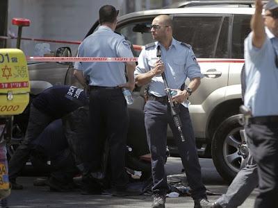 Palestino atropela policiais israelenses