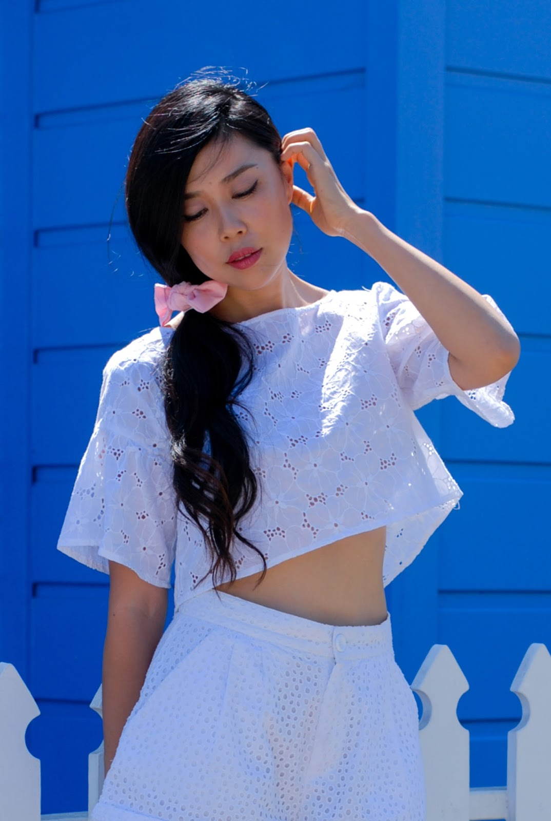 white eyelet summer outfit blogger style