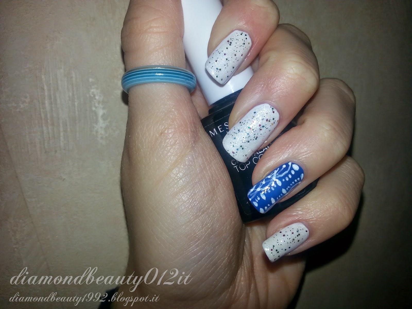 Nail art blu in pizzo