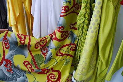 Quarzia in Bali - beautiful silk scarves for men and women