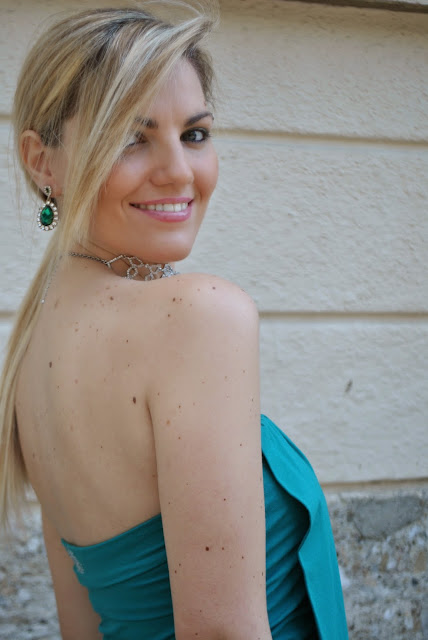 mariafelicia magno fashion blogger colorblock by felym milano blog di moda blogger italiane di moda orecchini a goccia verde smeraldo collana majique blonde hair blonde girls blondie majique london necklace majique london earrings