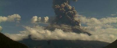Aumento de actividad sismica volcán Tungurahua, en Ecuador, Diciembre 2012