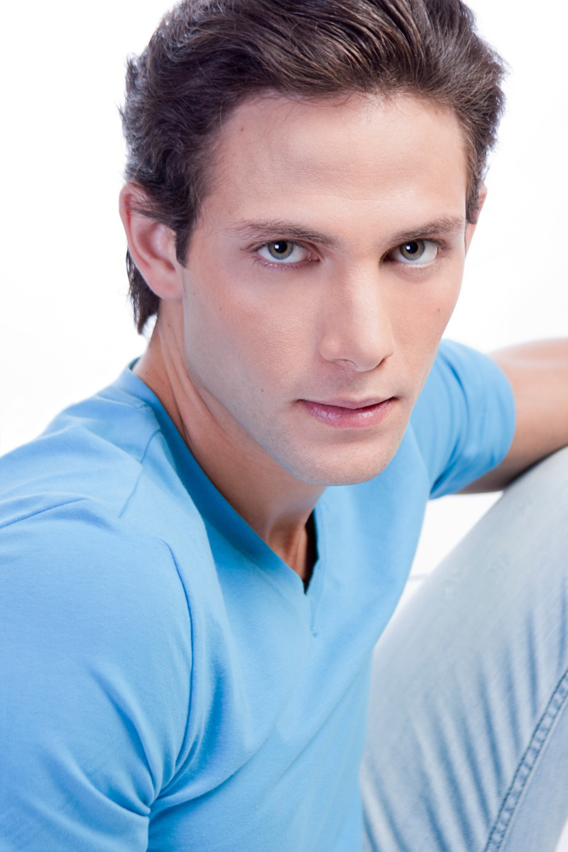 Fotos De Gabriel Coronel  Actor De Telemundo