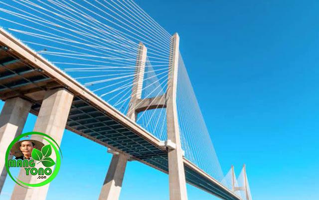 Jembatan Soekarno di Manado