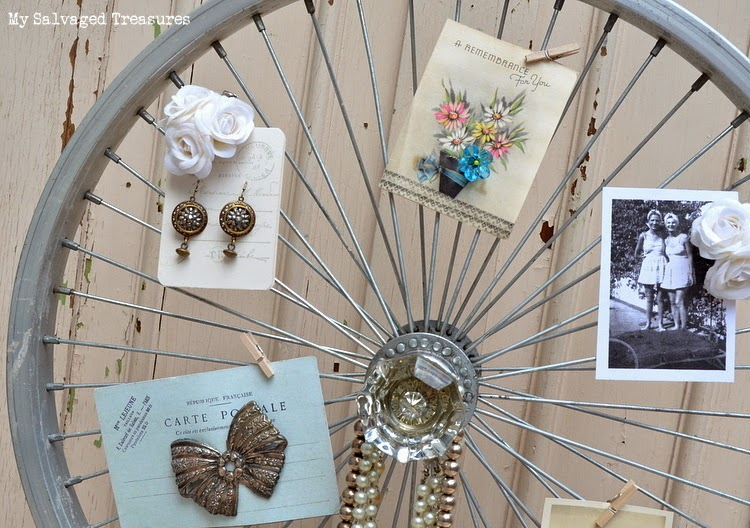 DIY picture holder from old bicycle wheel