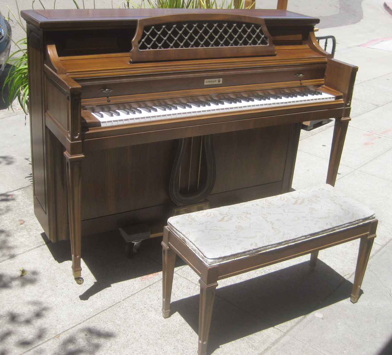 Uhuru Furniture Collectibles Sold Kimball Spinet 450