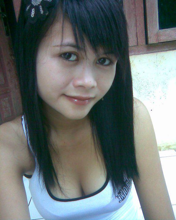 Tante Selfie Pamer Belahan Dada.