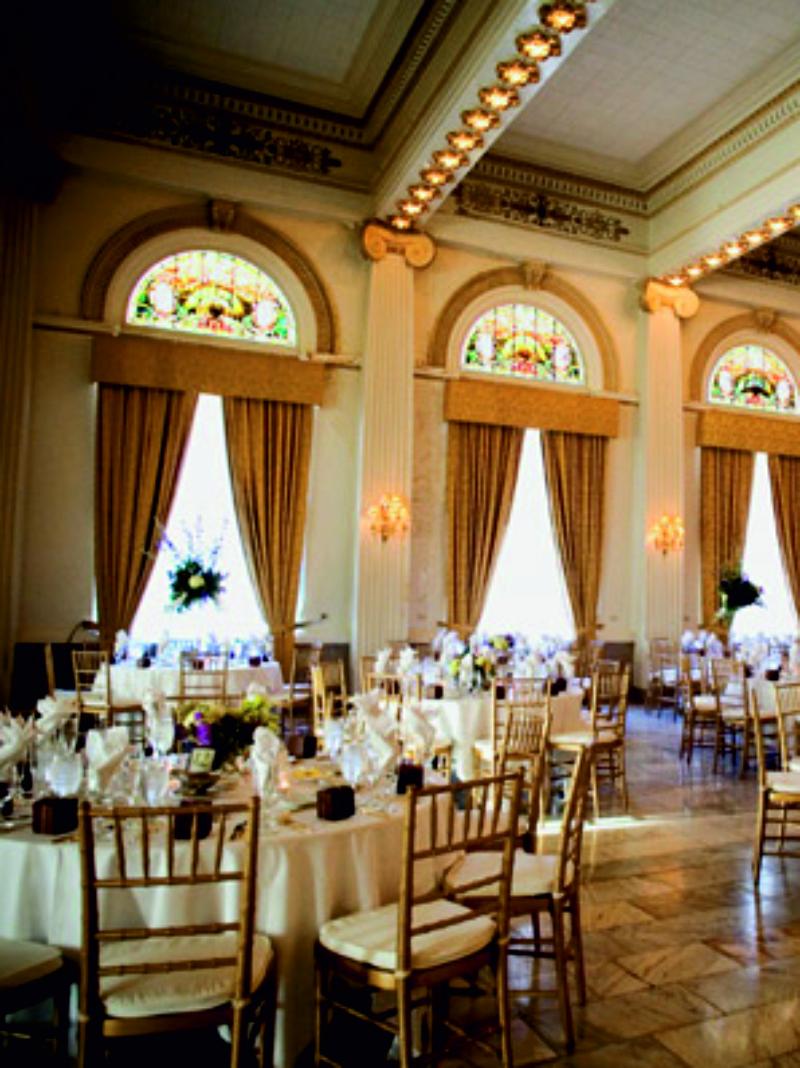 Para bodas más formales, colores menos llamativos.
