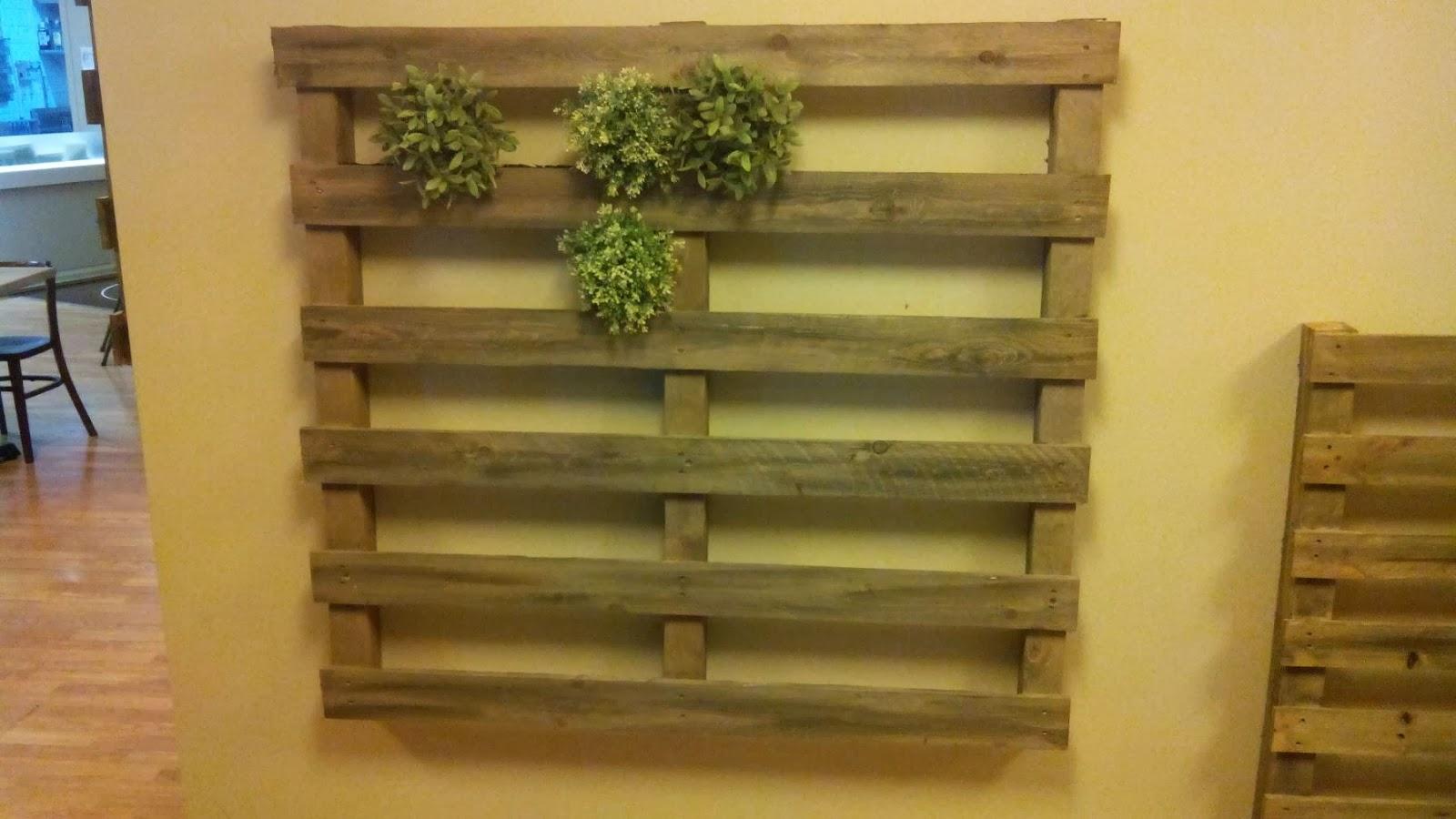 Jard n vertical hecho con palets for Jardin vertical en palets