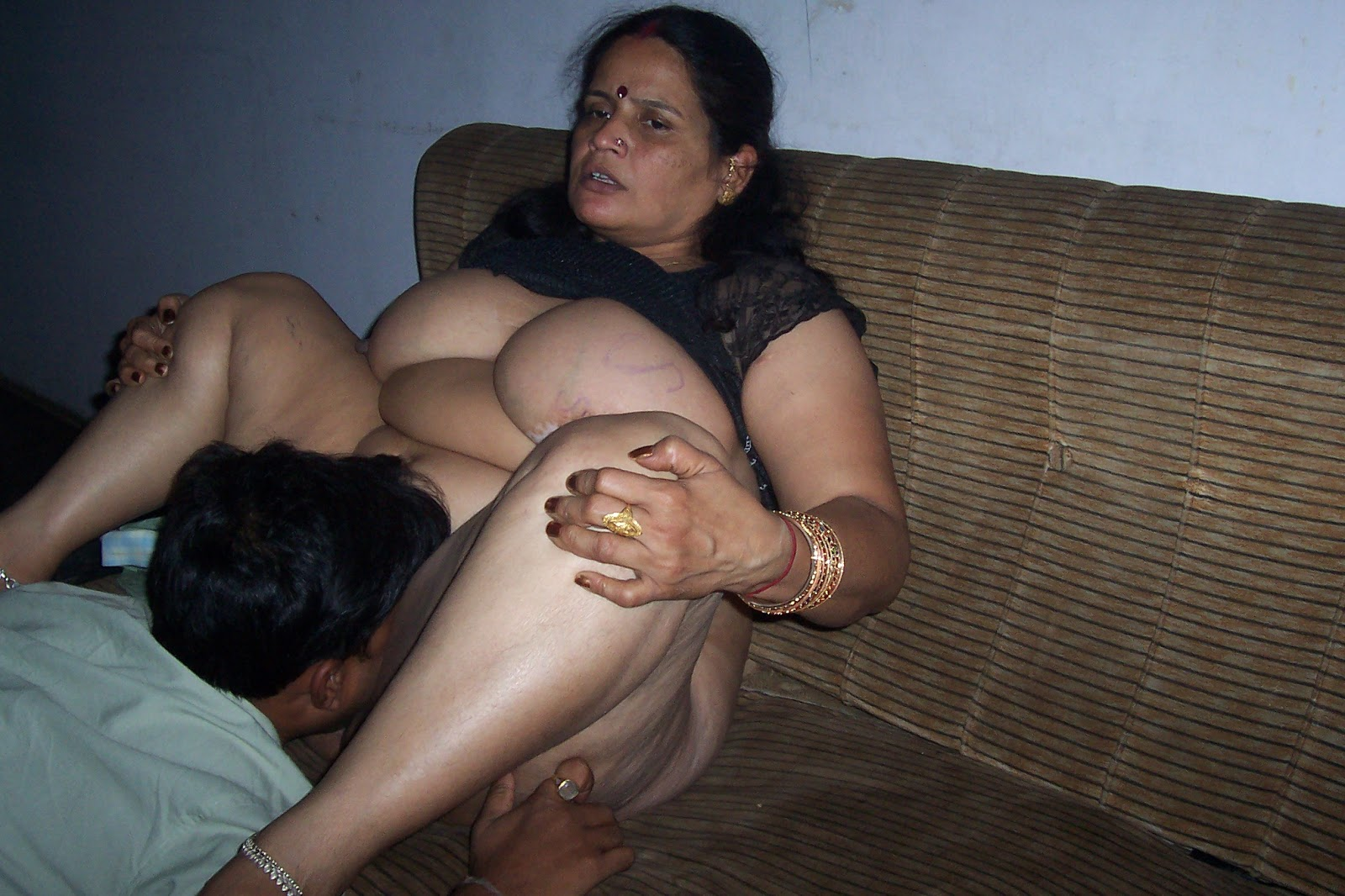 WOW,MATURE BIG UNSATISFIED AUNTY !