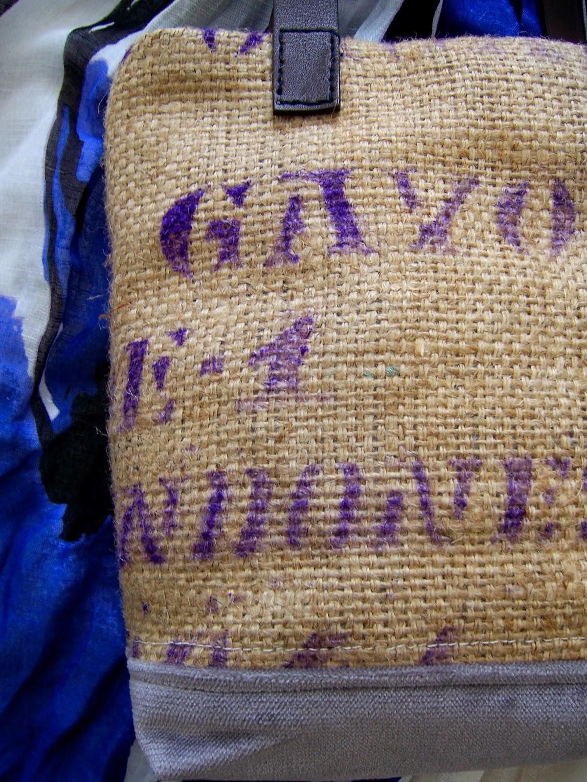 Gavo burlap tote bag - exterior detailed - linaandvi.blogspot.com